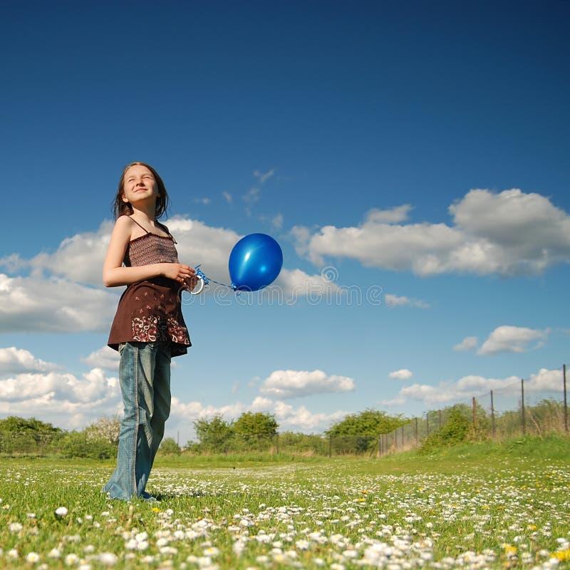 气球蓝色女孩 免版税图库摄影