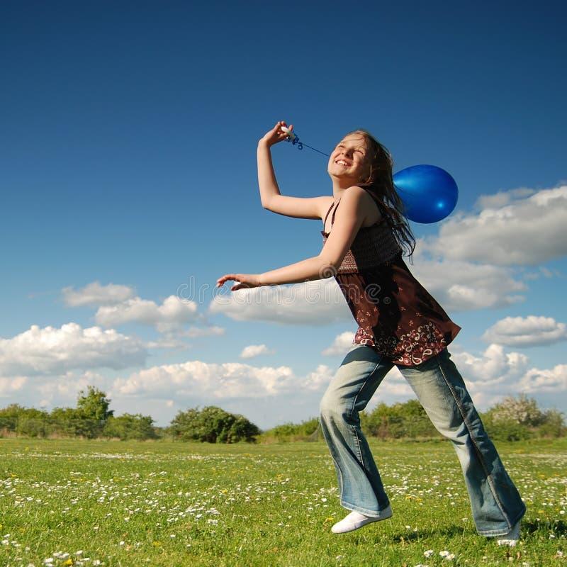 气球蓝色女孩 免版税库存照片