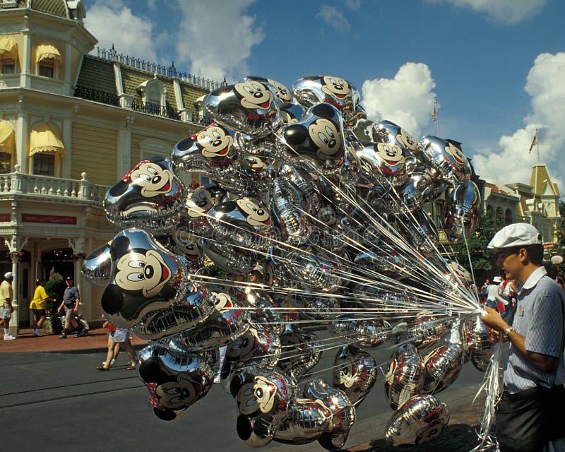 气球迪斯尼王国魔术卖主 免版税图库摄影