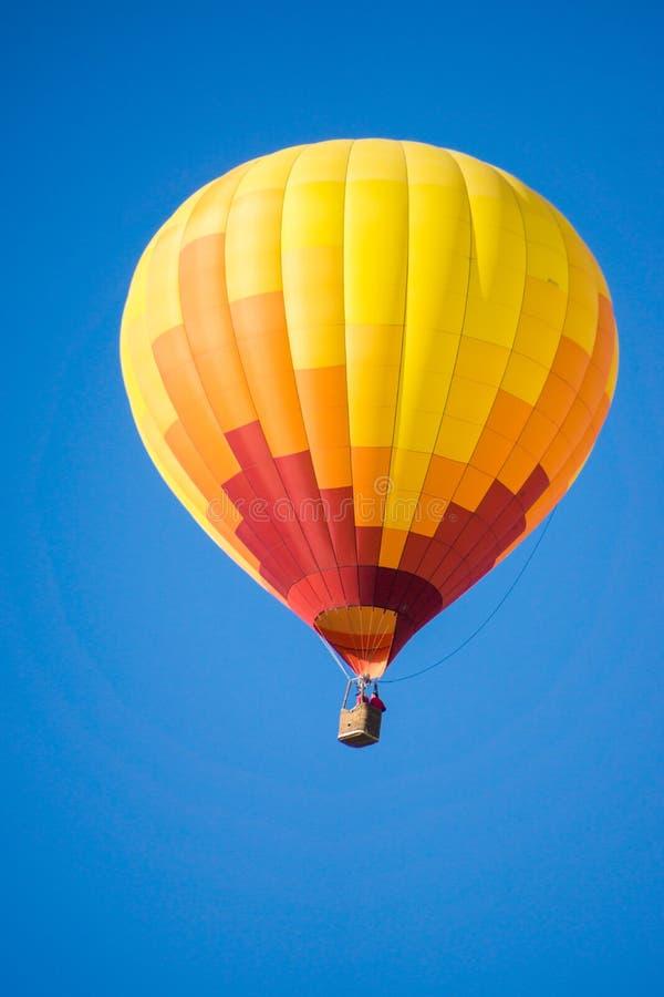 Download 气球飞行热photgrphed显示VA的bealton马戏 库存图片 - 图片 包括有 飞行, 关键字: 62525079
