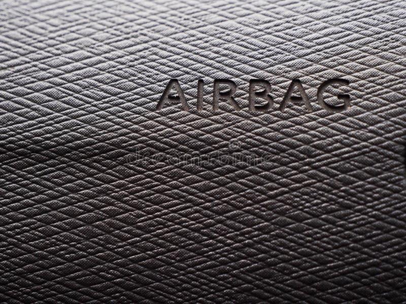 气袋的标志在灰色盘区汽车的 免版税库存图片