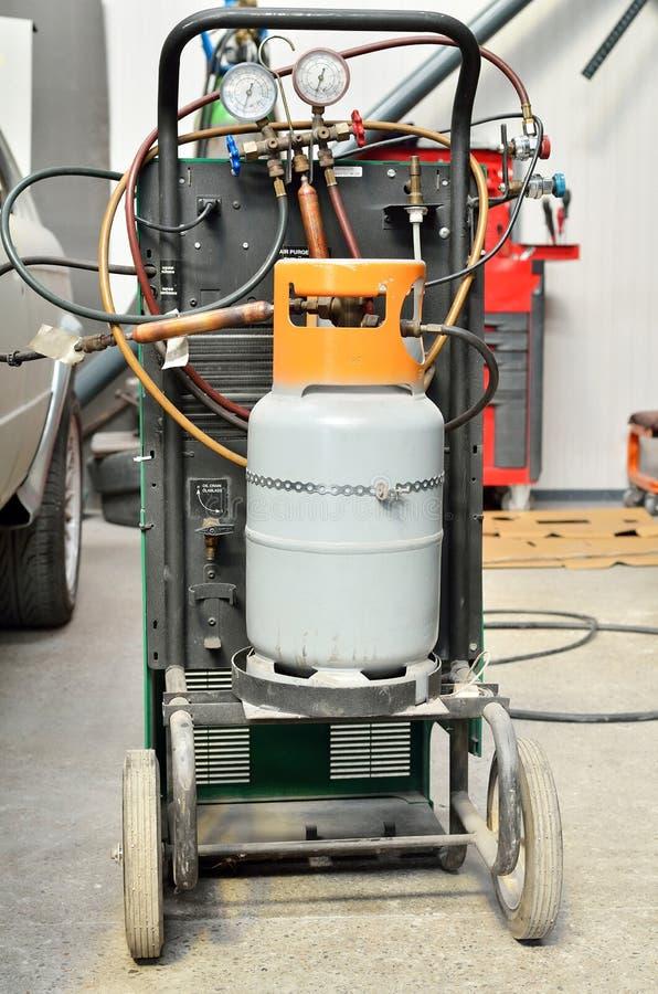 Download 氟利昂汽车instalation 库存图片. 图片 包括有 指示符, 对象, 工具, 设备, 特写镜头, 服务 - 30328131