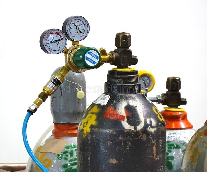 氧气罐和压力计 免版税库存照片
