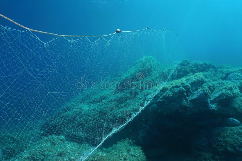 水下的捕鱼网以刺网捕鱼地中海 库存图片
