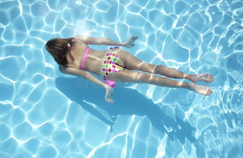 水下的游泳者 免版税图库摄影