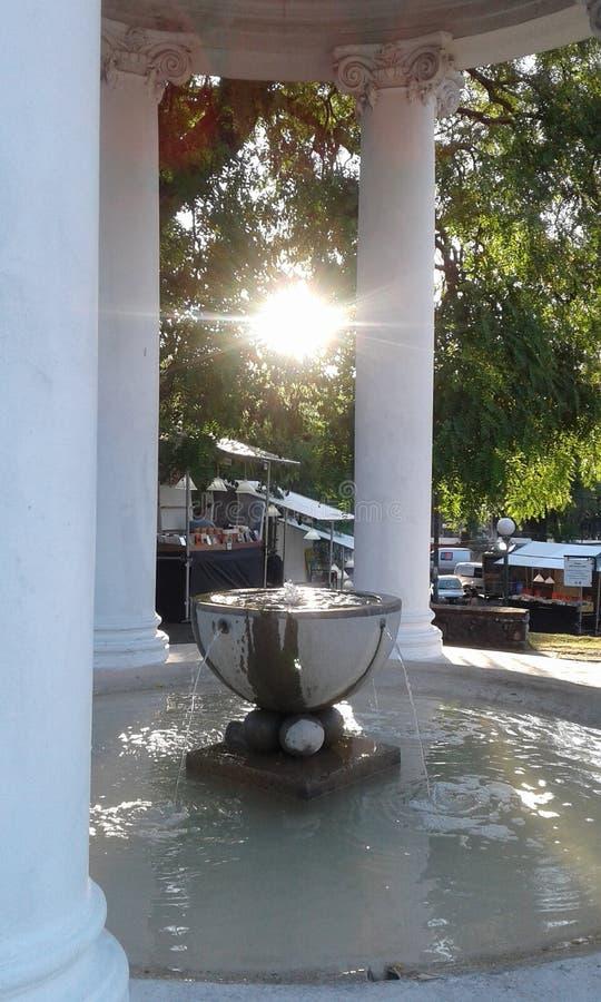 水和光喷泉 免版税库存图片