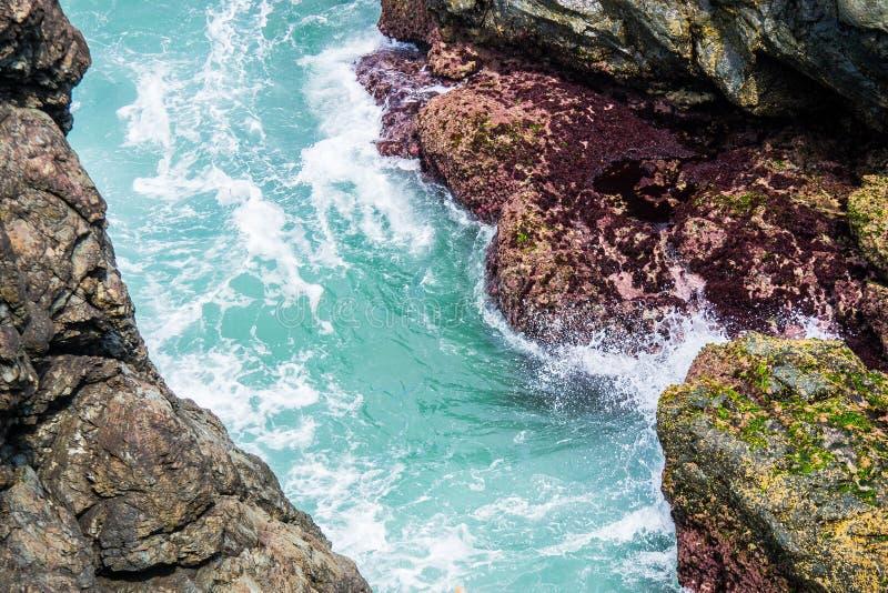 水和岩石 免版税库存照片