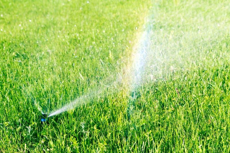 水喷水隆头和彩虹 图库摄影
