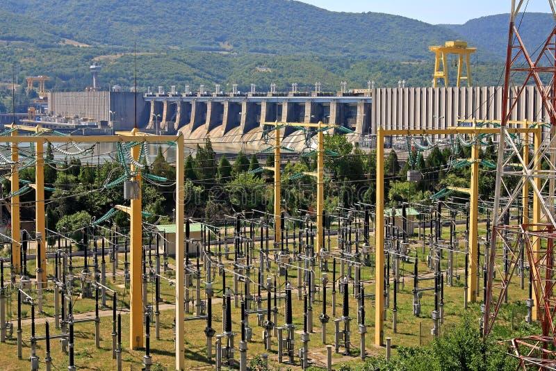 水坝多瑙河给铁河装门 库存图片