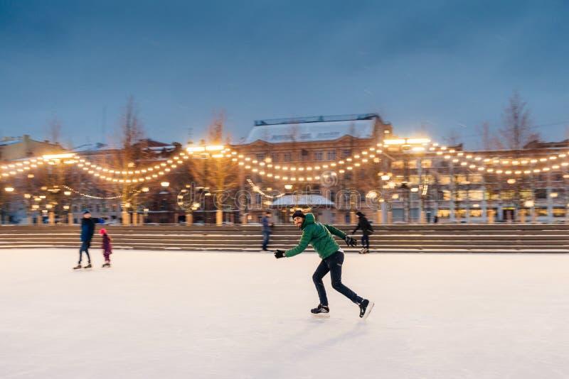 水平的射击活跃人用途为参加滑冰s的 图库摄影