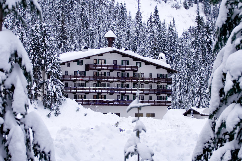 水平的旅馆雪 库存照片