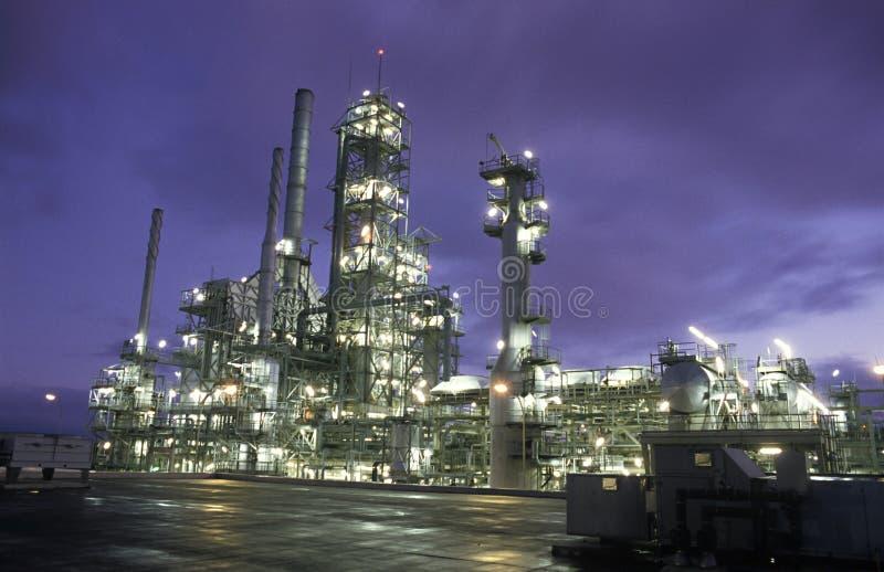 水平的炼油厂 免版税库存图片