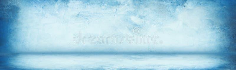 水平的蓝色难看的东西纹理水泥或混凝土墙横幅,空白的演播室背景 库存例证