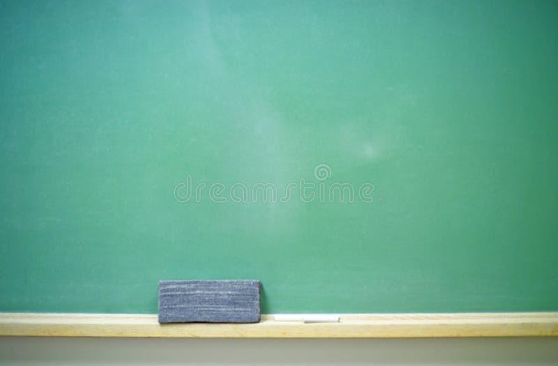水平空白的黑板 库存例证