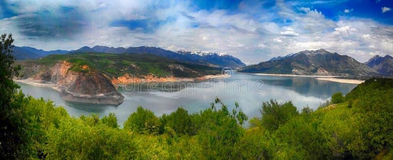 水库在乌兹别克斯坦 免版税库存图片