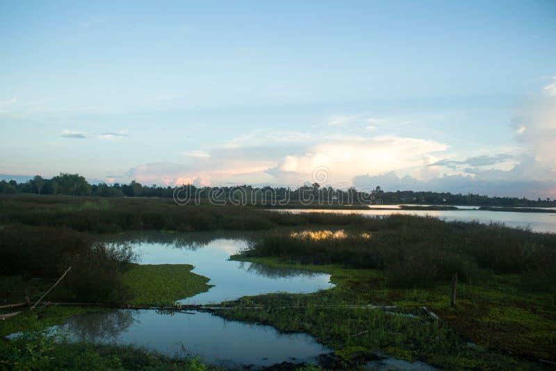 水库水坝风景全景的看法在晚上 库存图片
