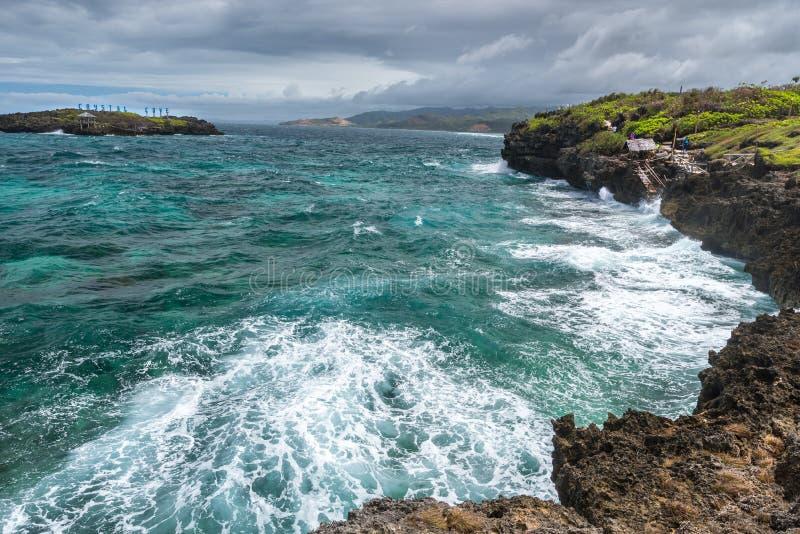 水晶在博拉凯海岛附近的小海湾小海岛全景的 图库摄影
