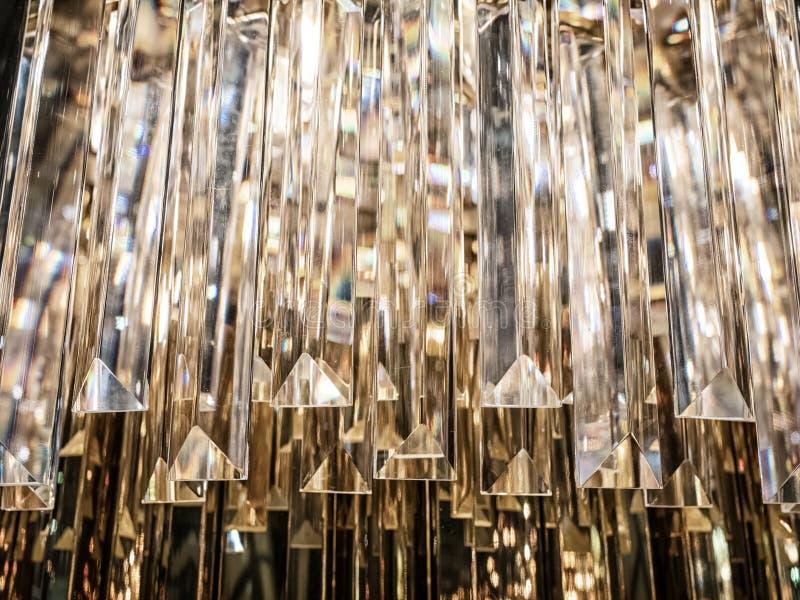 水晶枝形吊灯 关闭在contempo的水晶 库存照片