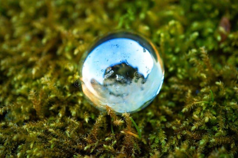 水晶泡影下落装饰 库存图片