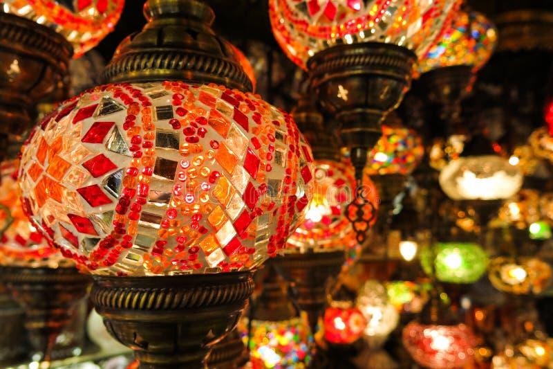 水晶灯待售在盛大义卖市场在伊斯坦布尔 免版税库存图片