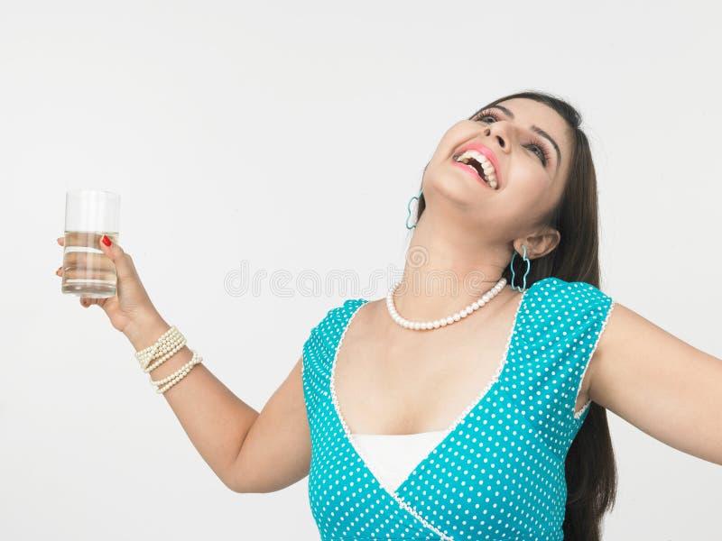 水杯水妇女 图库摄影