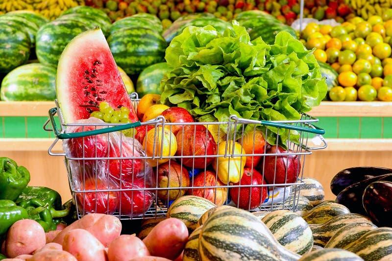 水果和蔬菜在超级市场 免版税库存图片