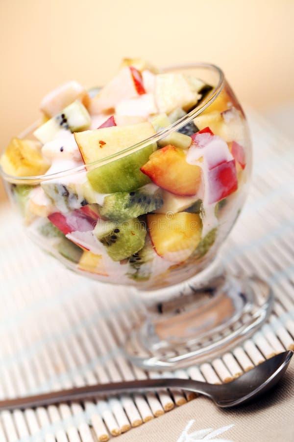 水果沙拉用酸奶 免版税库存照片