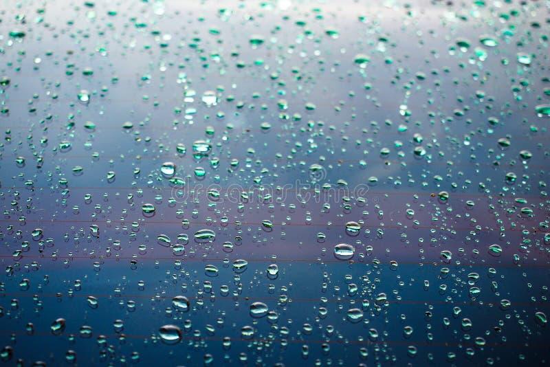 水水色小滴雨珠蓝色纹理背景 免版税库存照片