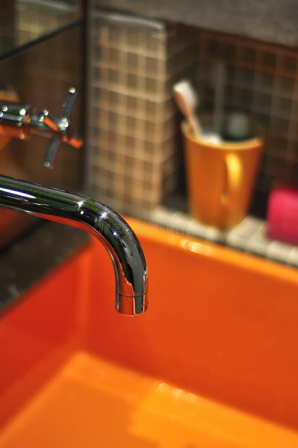 水池橙色银色轻拍化妆品 库存图片