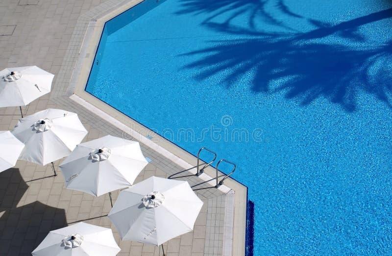 水池的顶视图在旅馆里 免版税图库摄影