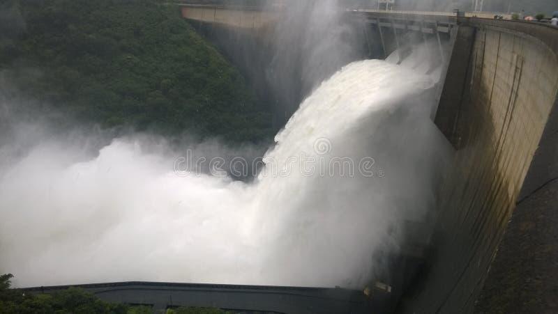 水溢出 免版税图库摄影