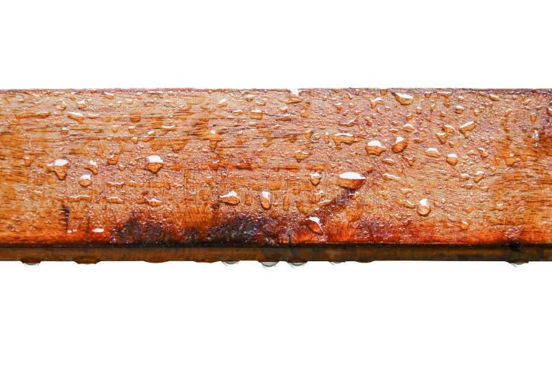 水滴在木头的与在白色背景隔绝的雨珠和裁减路线 免版税库存图片