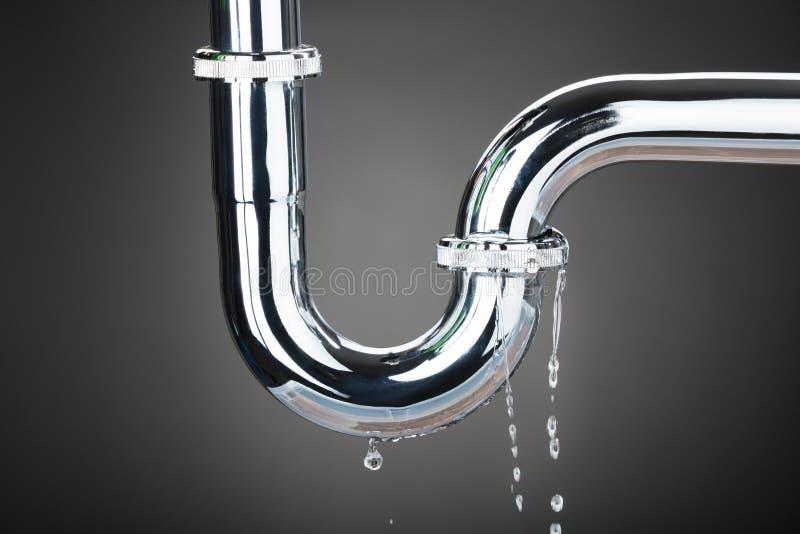 水漏出从管子的 库存照片