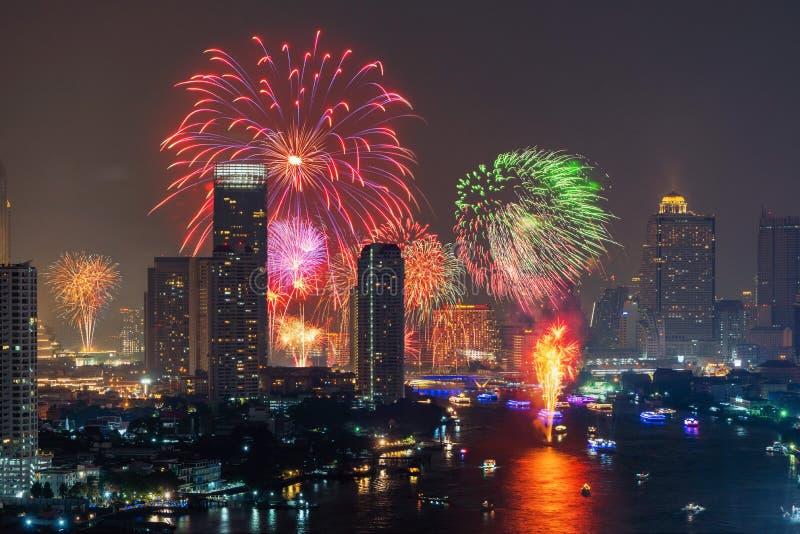 水灯节节日烟花在晁的P街市曼谷 库存图片