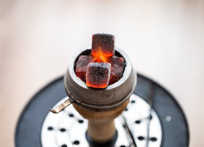 水烟筒特写镜头的煤炭 免版税库存照片