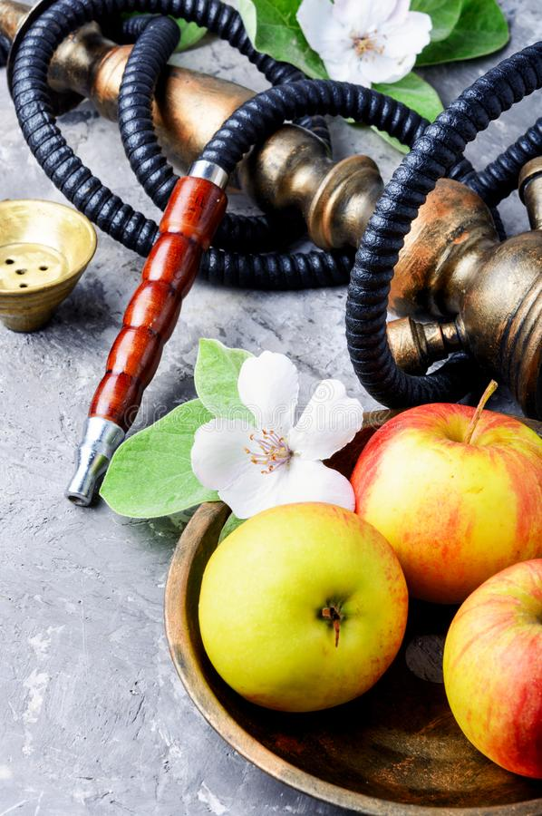 水烟筒用苹果 图库摄影