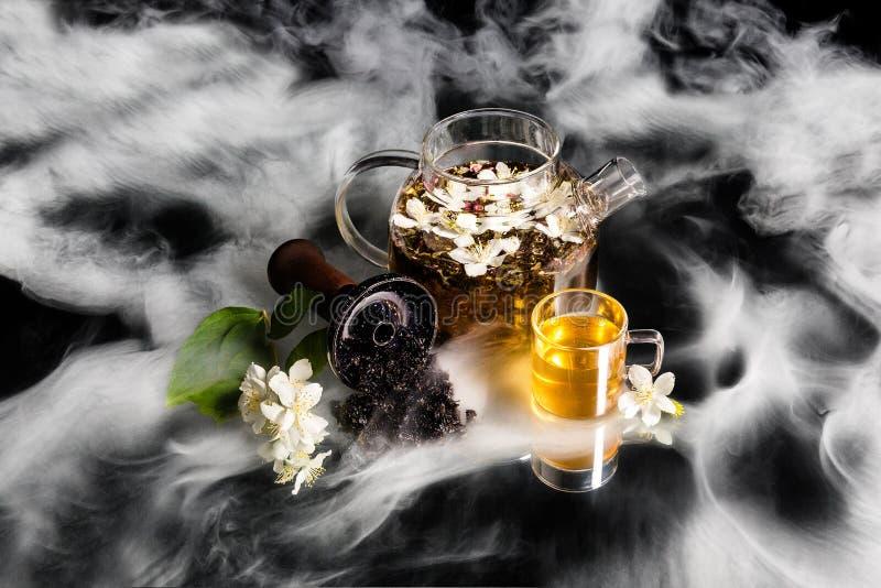 水烟筒碗用烟草 免版税库存图片
