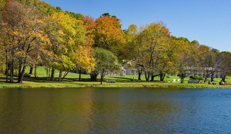 水獭小屋峰顶的秋天视图  免版税库存图片