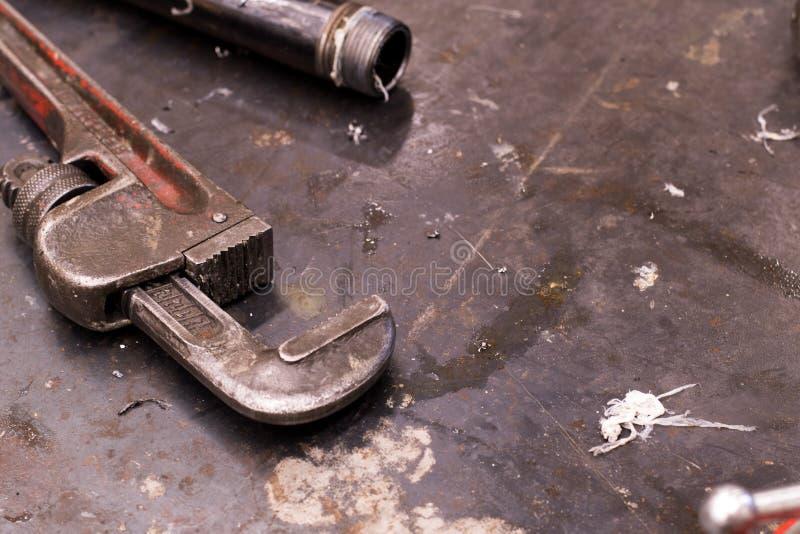 水管工工具和管子水管工的 免版税库存照片