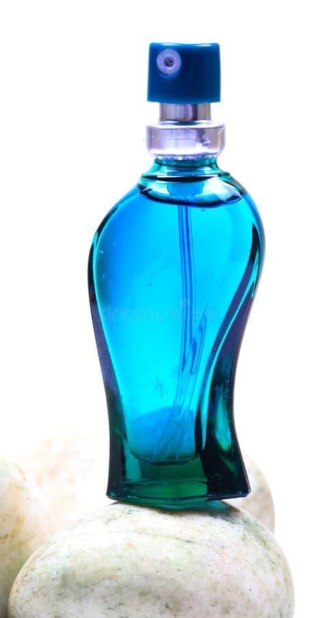 水色蓝色瓶香水 库存图片