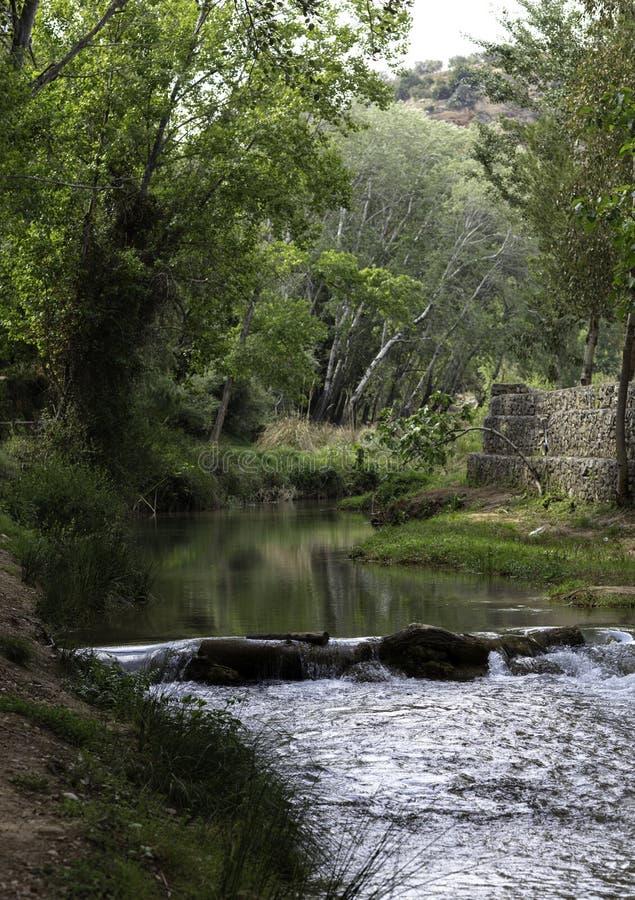 水路线在有河水坝的切尔瓦 库存图片