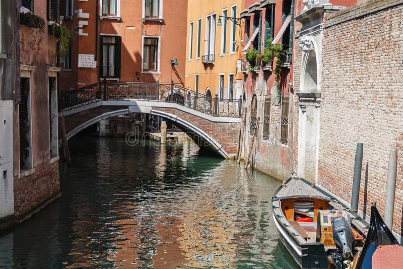 水路运河在威尼斯,意大利 库存照片