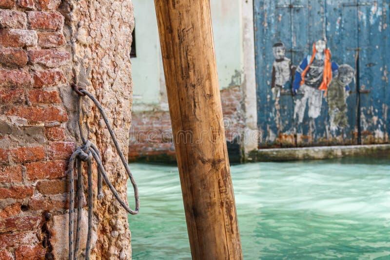 水路运河在威尼斯,意大利 免版税库存照片