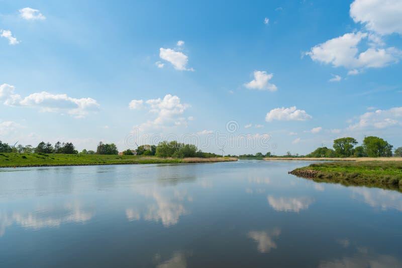 水通过自然总是寻找它的道路 库存图片