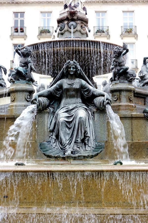 水雕象的喷泉女神 库存图片