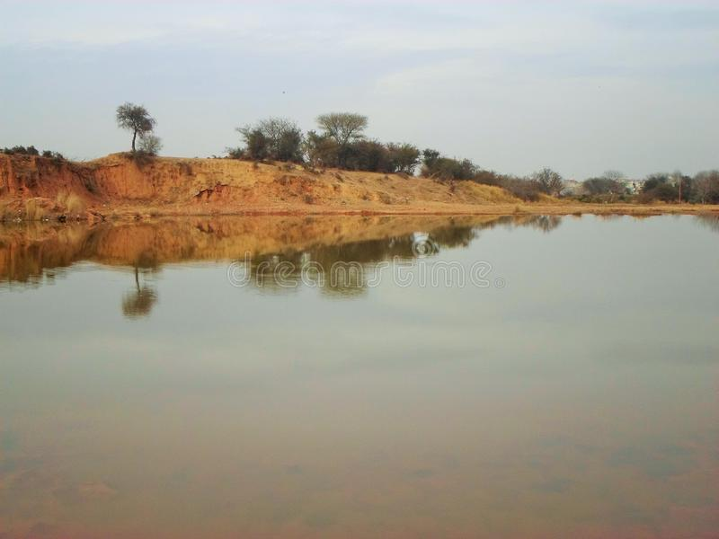 水风景与反射的 免版税图库摄影
