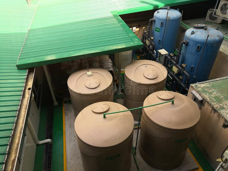 水饮用的植物的反渗透系统在医院 免版税库存照片