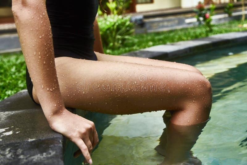 水Goosebumps和滴在女性皮肤的 免版税库存图片