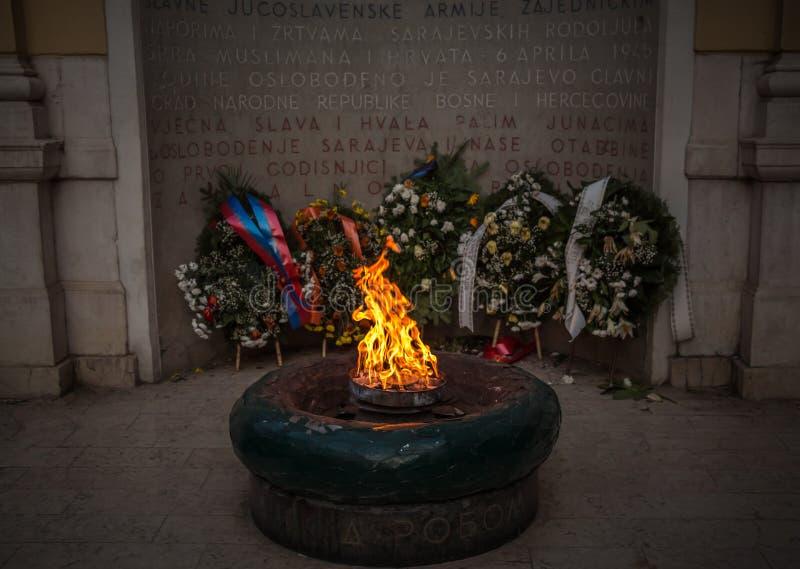 永恒火焰是纪念品给第二次世界大战的受害者在萨拉热窝 免版税图库摄影