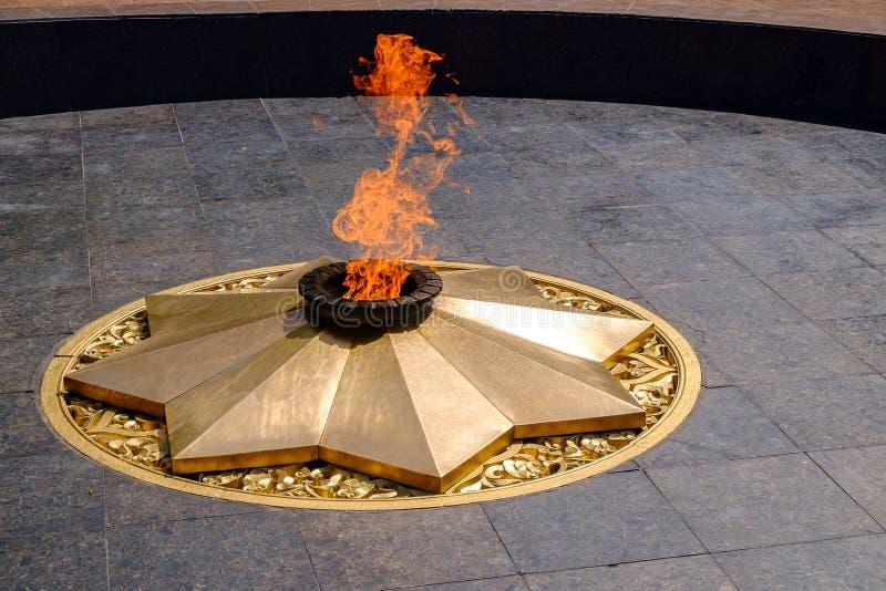 永恒火焰,一座纪念碑在塔什干的中心 免版税库存图片